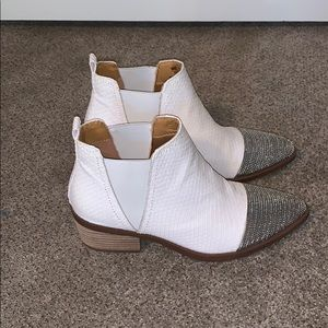 REPORT white ankle boots - NEW
